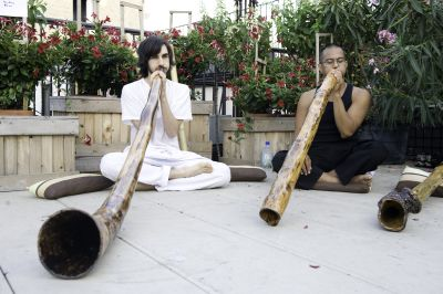 https://klinikmusik.files.wordpress.com/2014/10/40075-travel-didgeridoo.jpg