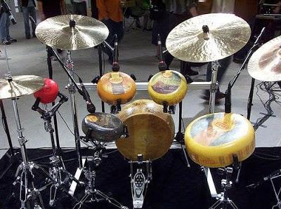 http://2.bp.blogspot.com/_DgypyrBIhLY/TVDoKWrn46I/AAAAAAAADUM/xwW9wnpySXM/s1600/cheese-drum-set.jpg